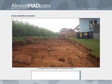 Screenshot der Domain almostmad.com